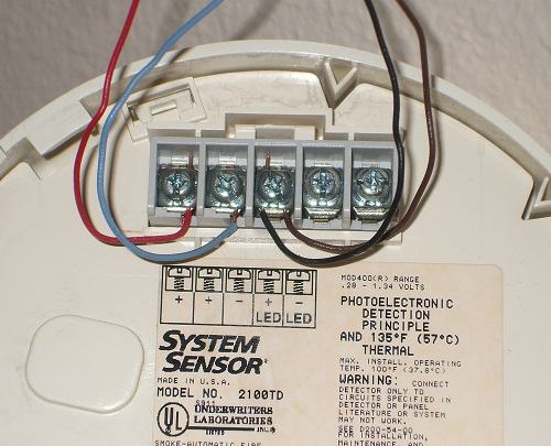connecting 2 wire smoke detectors rh home security systems answers com  3 wire smoke detector wiring diagram