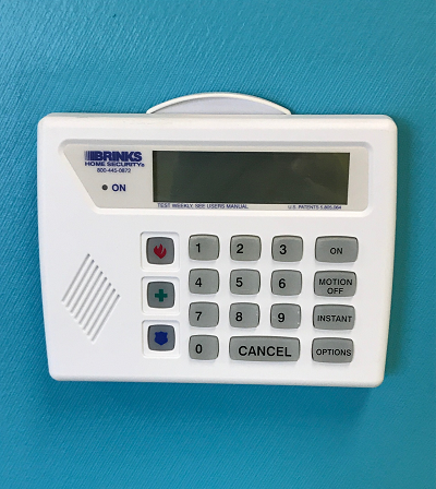 how to change battery in brinks home security system