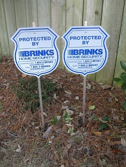 Brinks security systems yard signs (Image by Amazon.com)