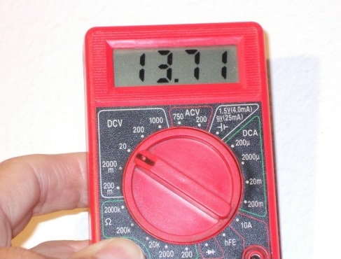 Cen-Tech 7 Function Digital Multimeter with 7-Segment LCD Display Testing a Battery Voltage