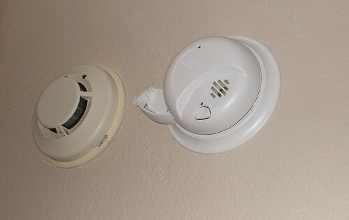 Plug in the connector harness, then install the smoke detector onto base plate, turning clockwise to fasten it