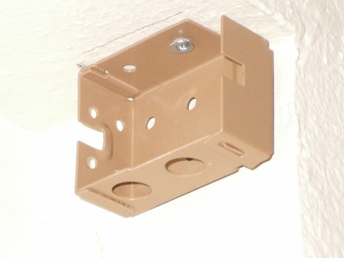 Mini-blind bracket in closed position