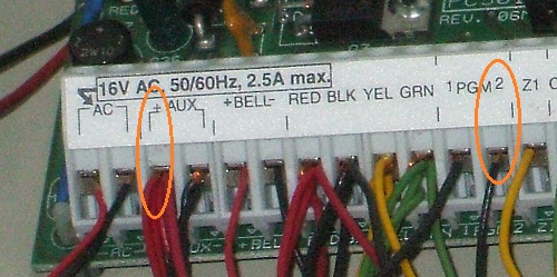Smoke alarm circuit terminals on a DSC panel